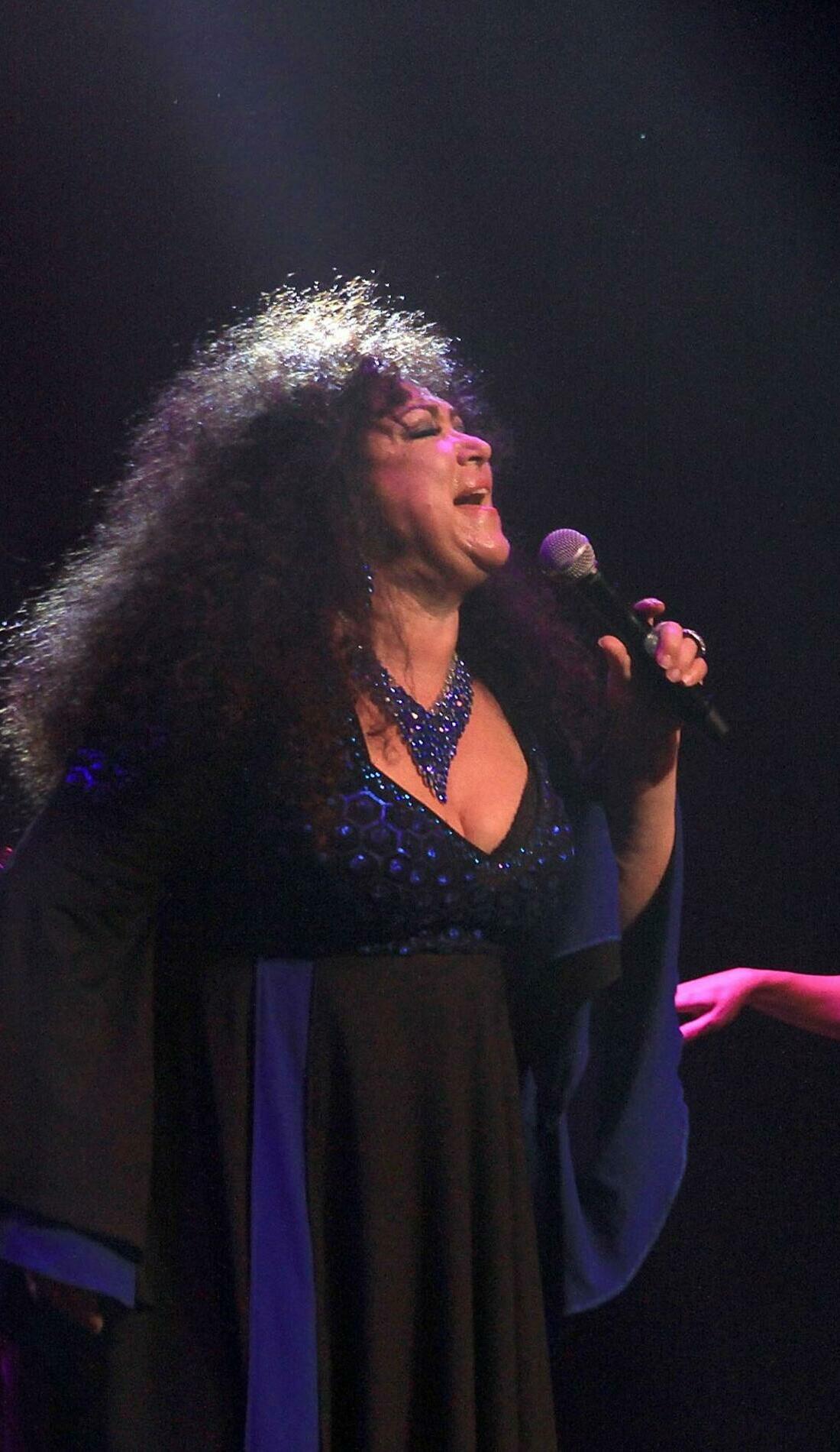 A Amanda Miguel live event