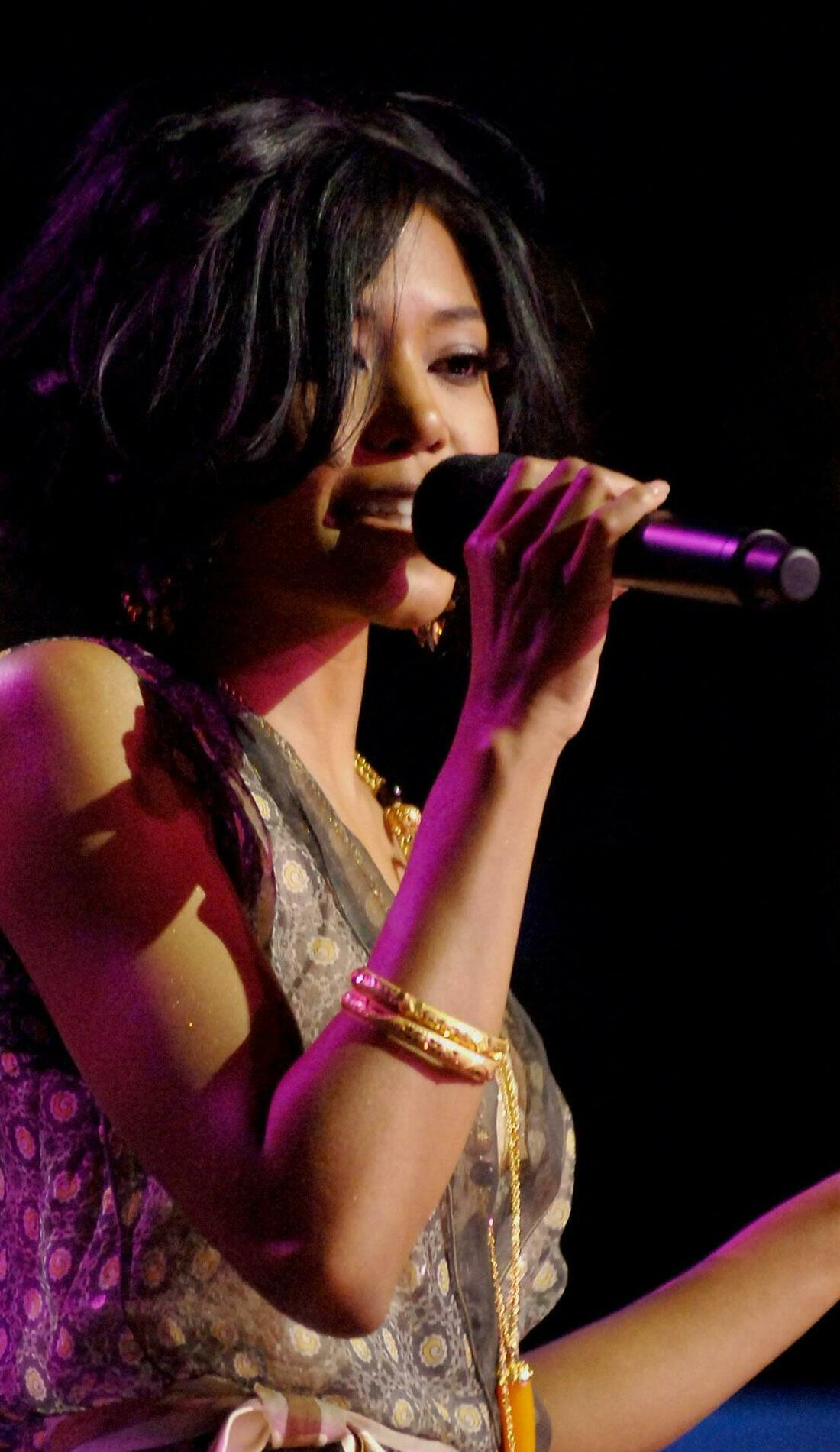 A Amerie live event