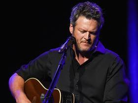 Blake Shelton with Kelly Clarkson