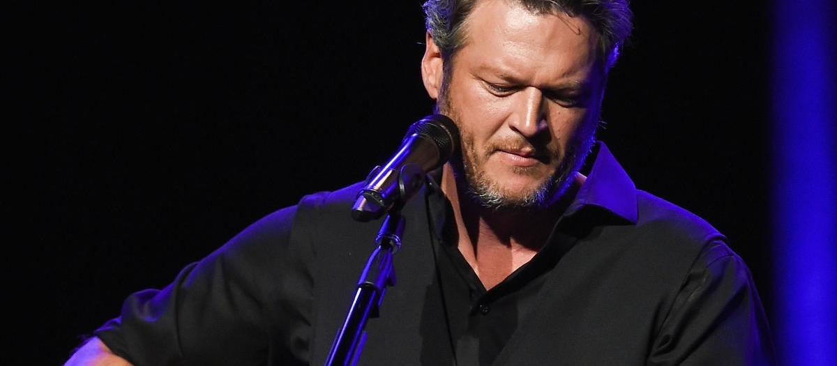 Blake Shelton with Gwen Stefani and Trace Adkins (Drive In Concert Experience)