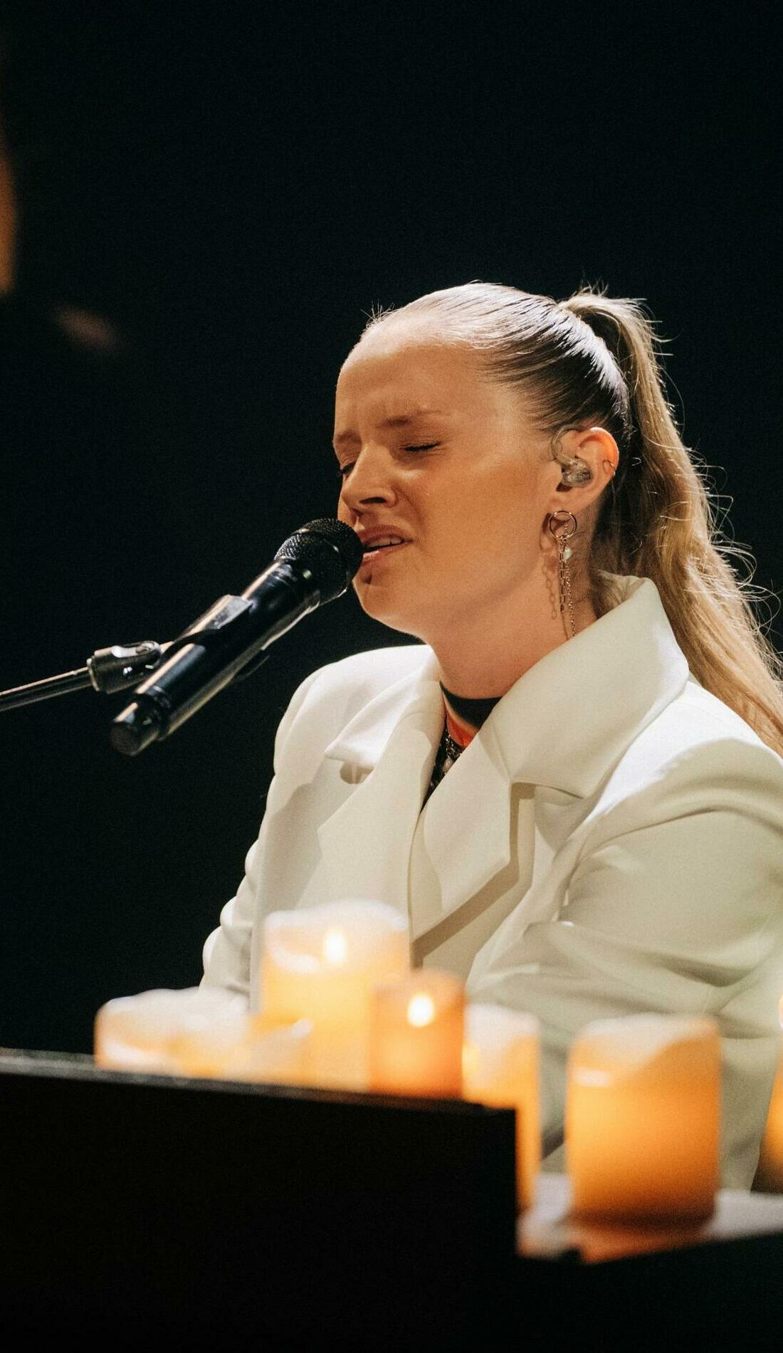 A Charlotte Day Wilson live event