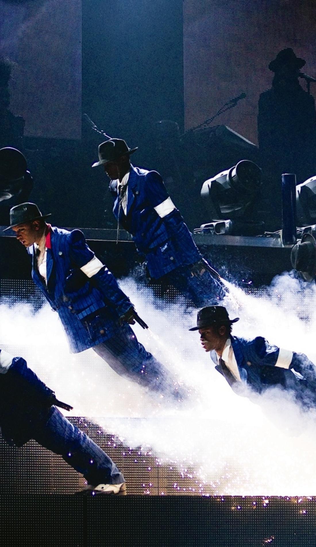 A Cirque du Soleil: Michael Jackson ONE live event