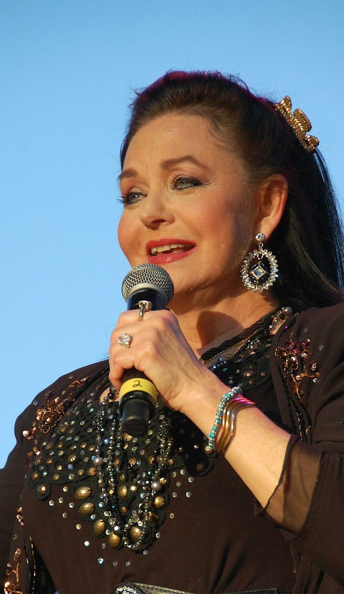 A Crystal Gayle live event