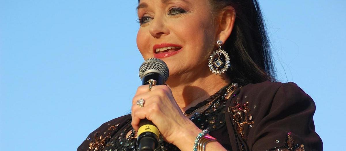 Crystal Gayle Tickets