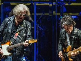 Daryl Hall & John Oates with Train