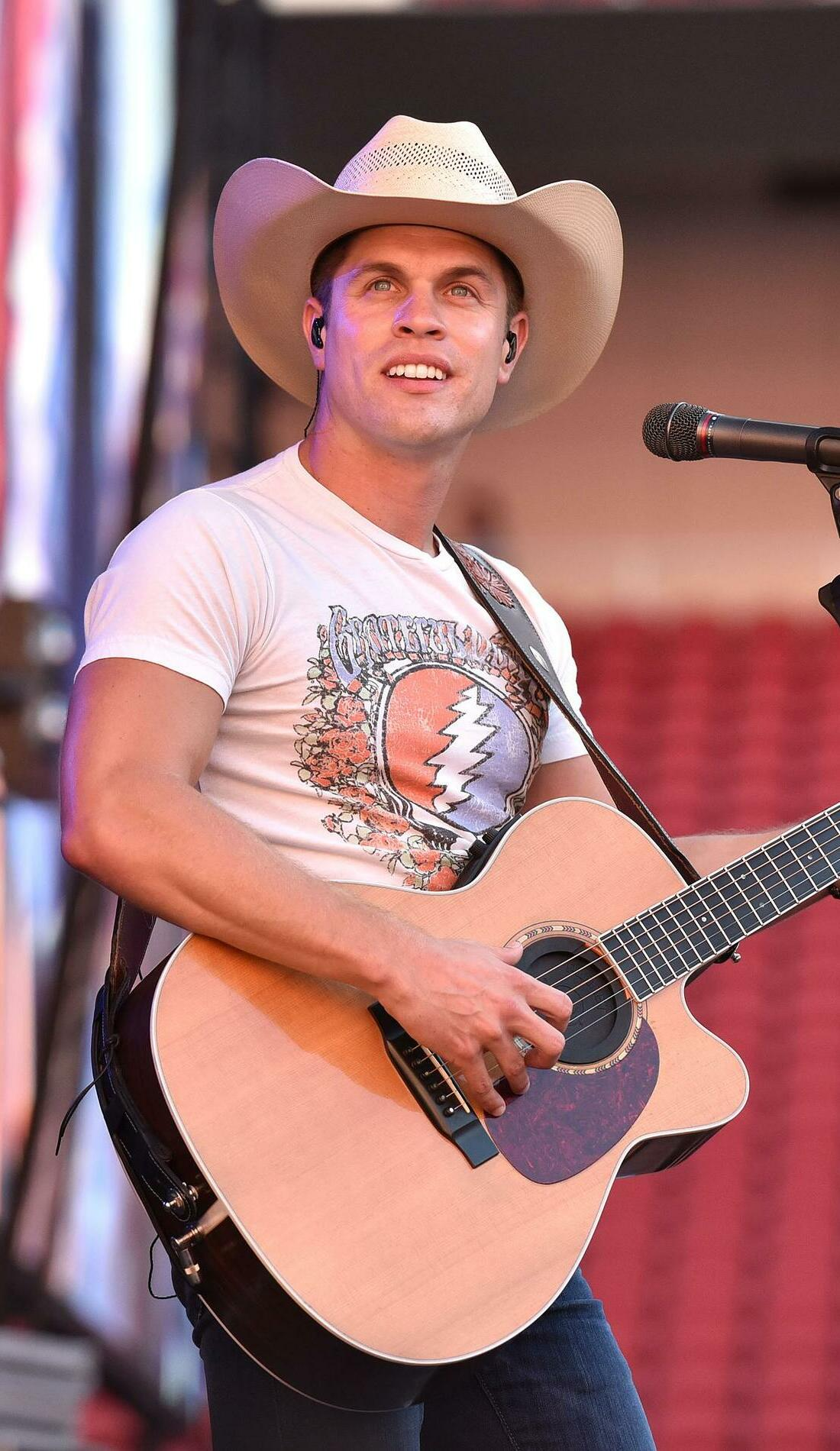 A Dustin Lynch live event
