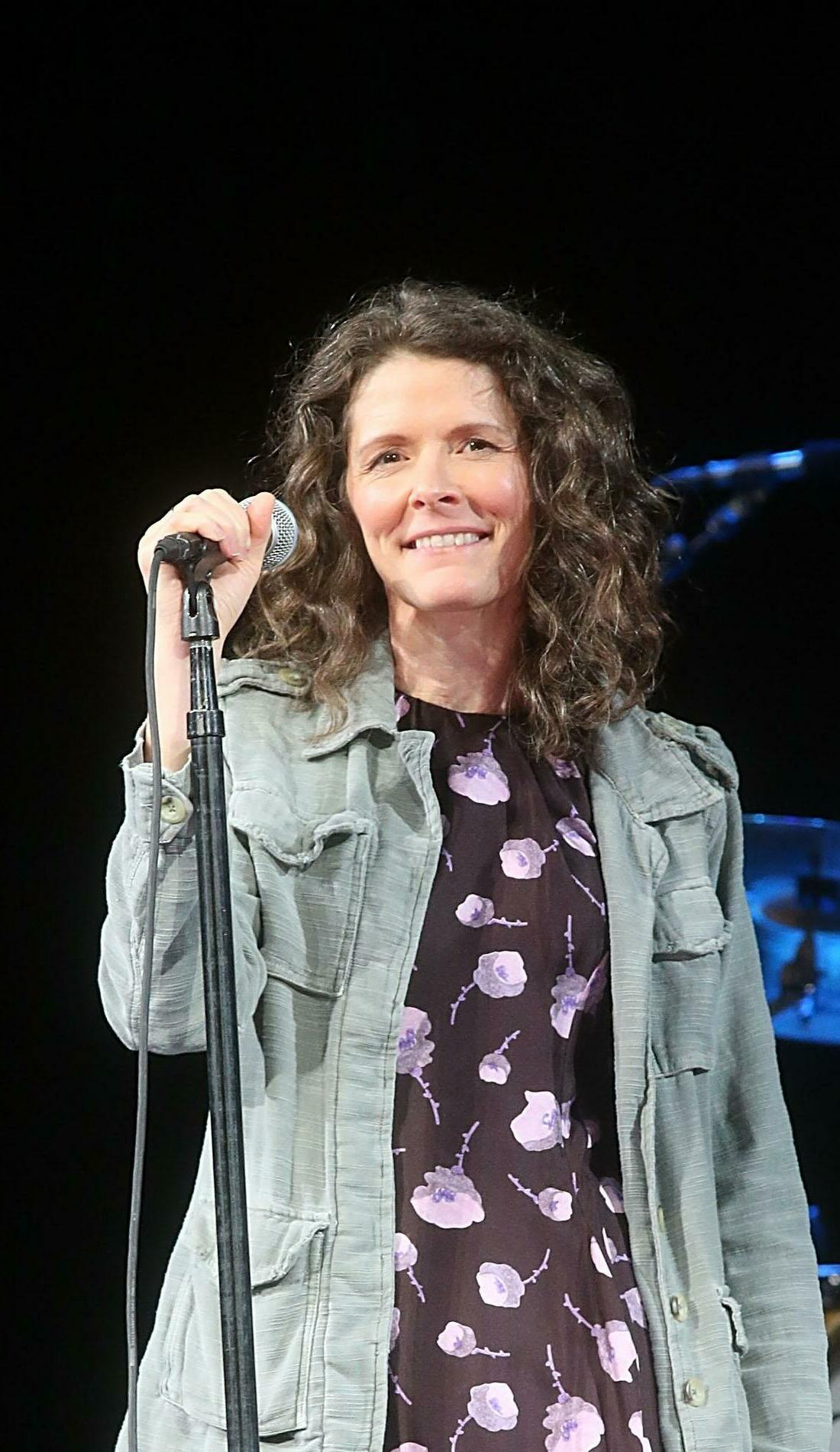 A Edie Brickell live event