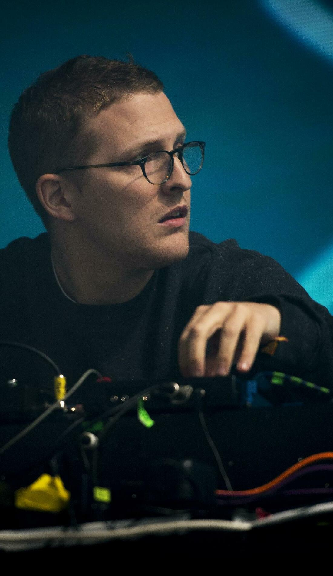 A Floating Points live event