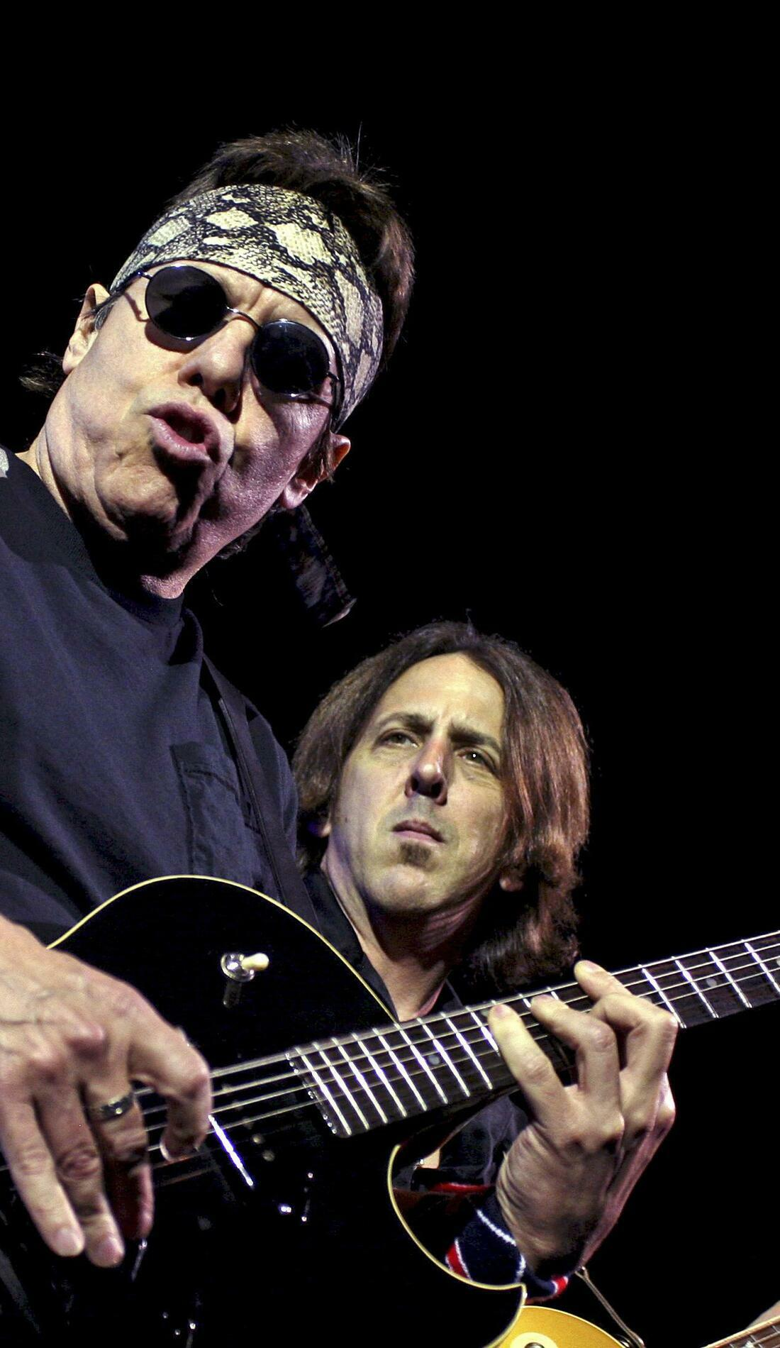 A George Thorogood & The Destroyers live event