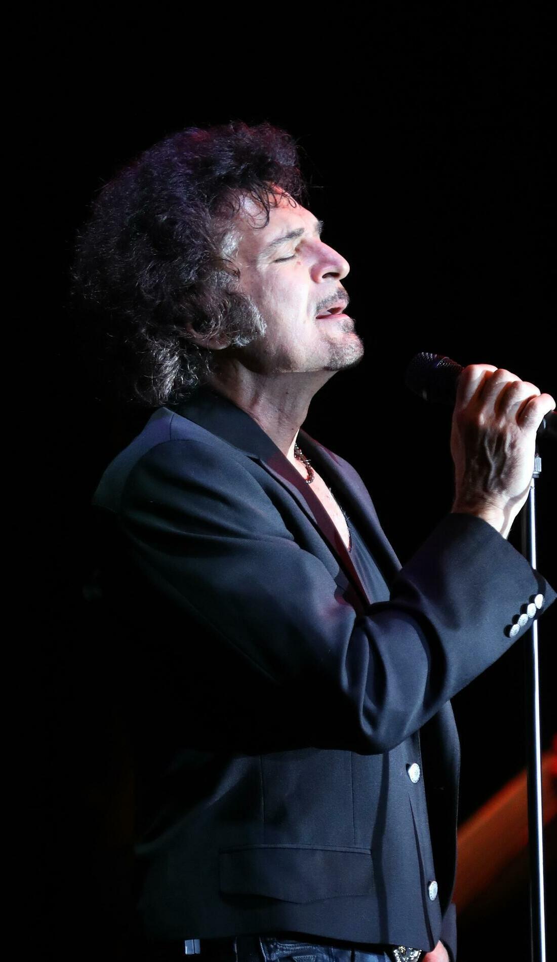 A Gino Vannelli live event