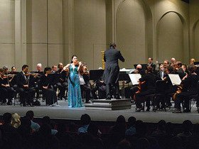Hawaii Symphony Orchestra: Hans Graf, Jon Nakamatsu and Lisa Nakamichi - Mozart and Bruckner - Honolulu