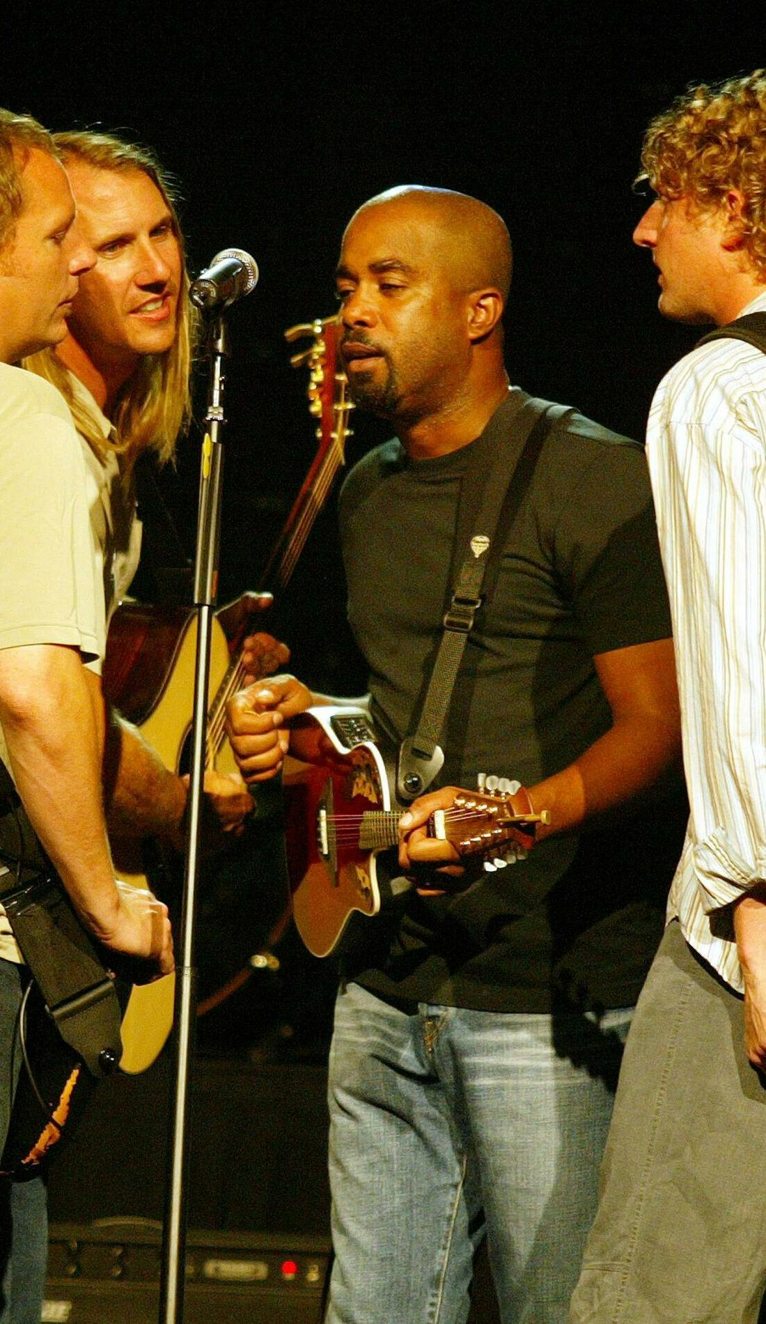 A Hootie & The Blowfish live event