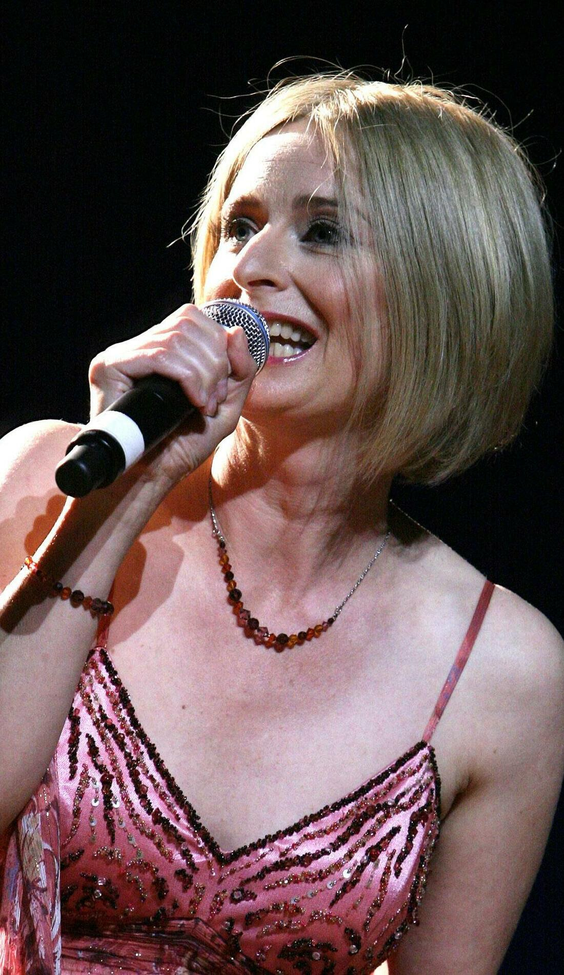 A Julia Fordham live event