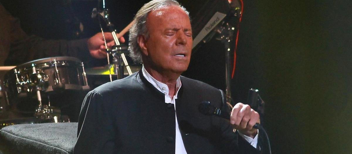 Julio Iglesias Tickets