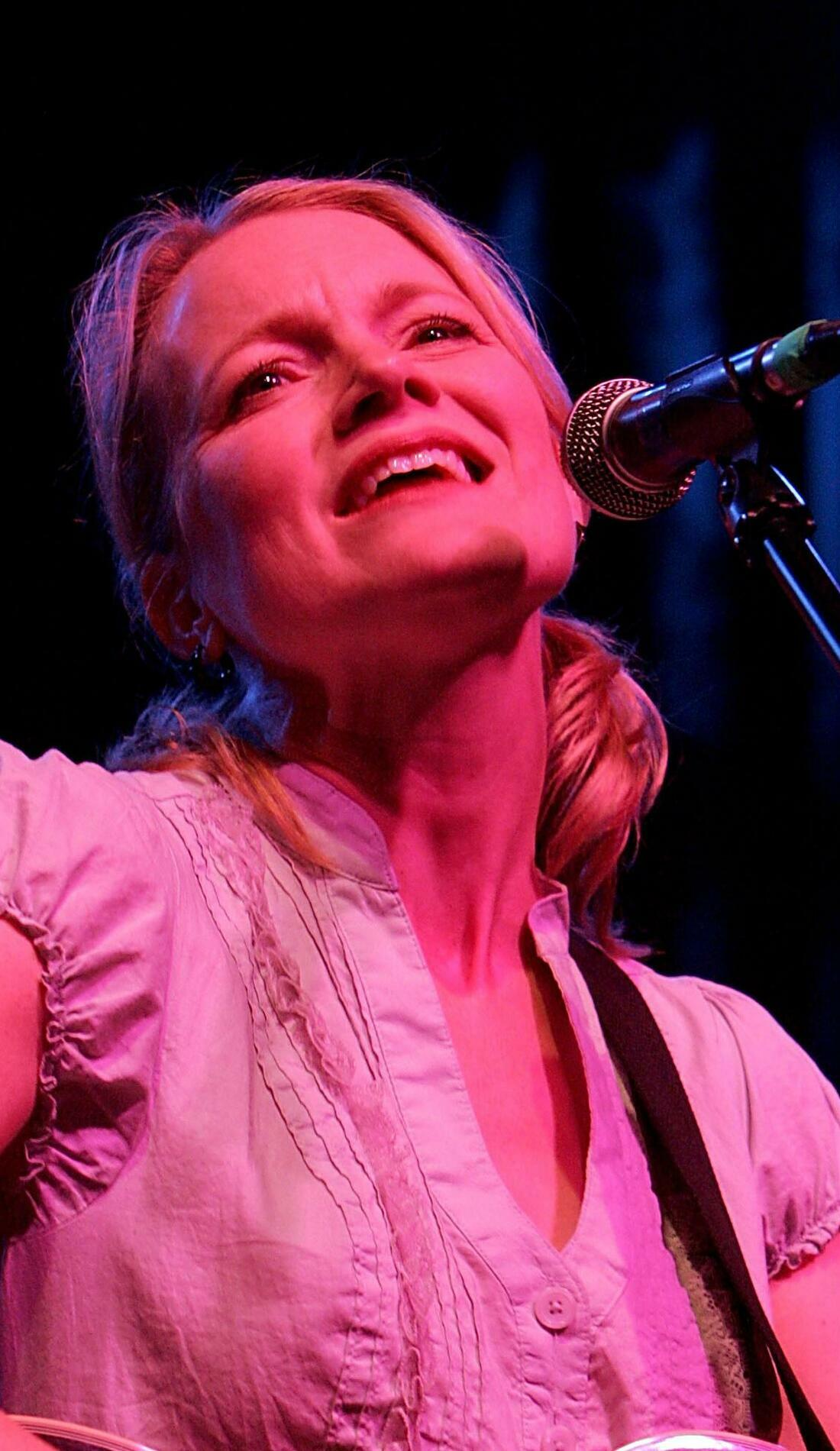 A Kelly Willis live event