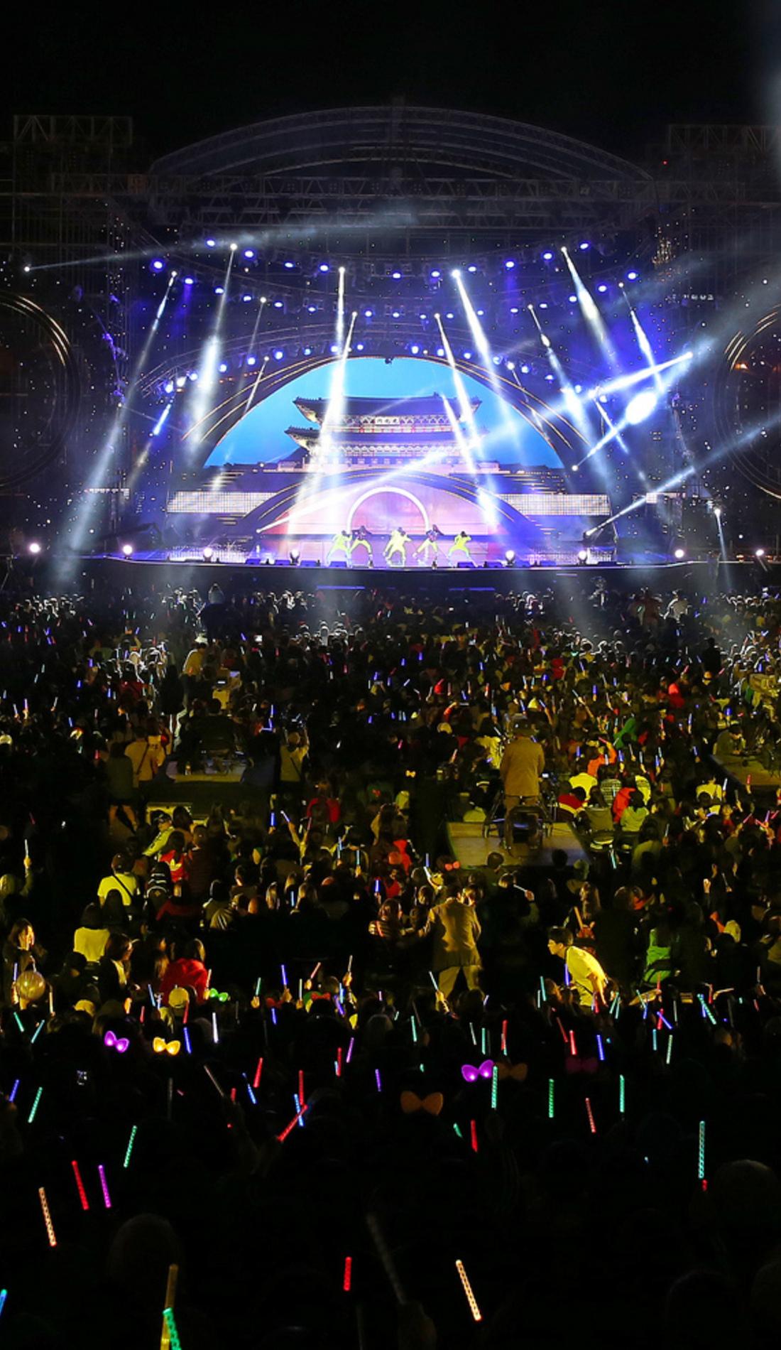 A Kissmas Concert live event