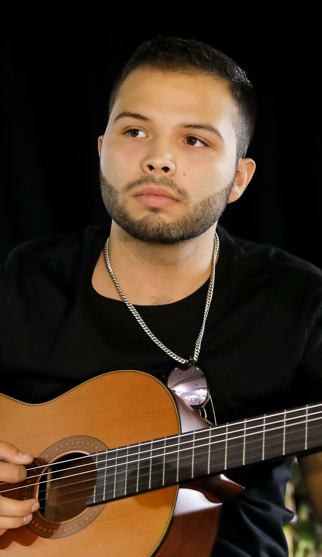 A Leonardo Aguilar live event