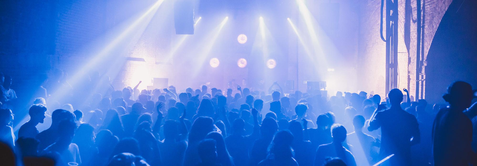 A Les Louanges live event