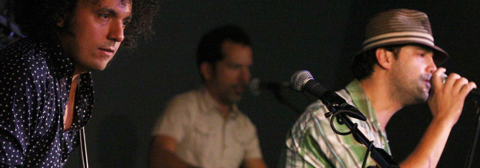 A Los Amigos Invisibles live event