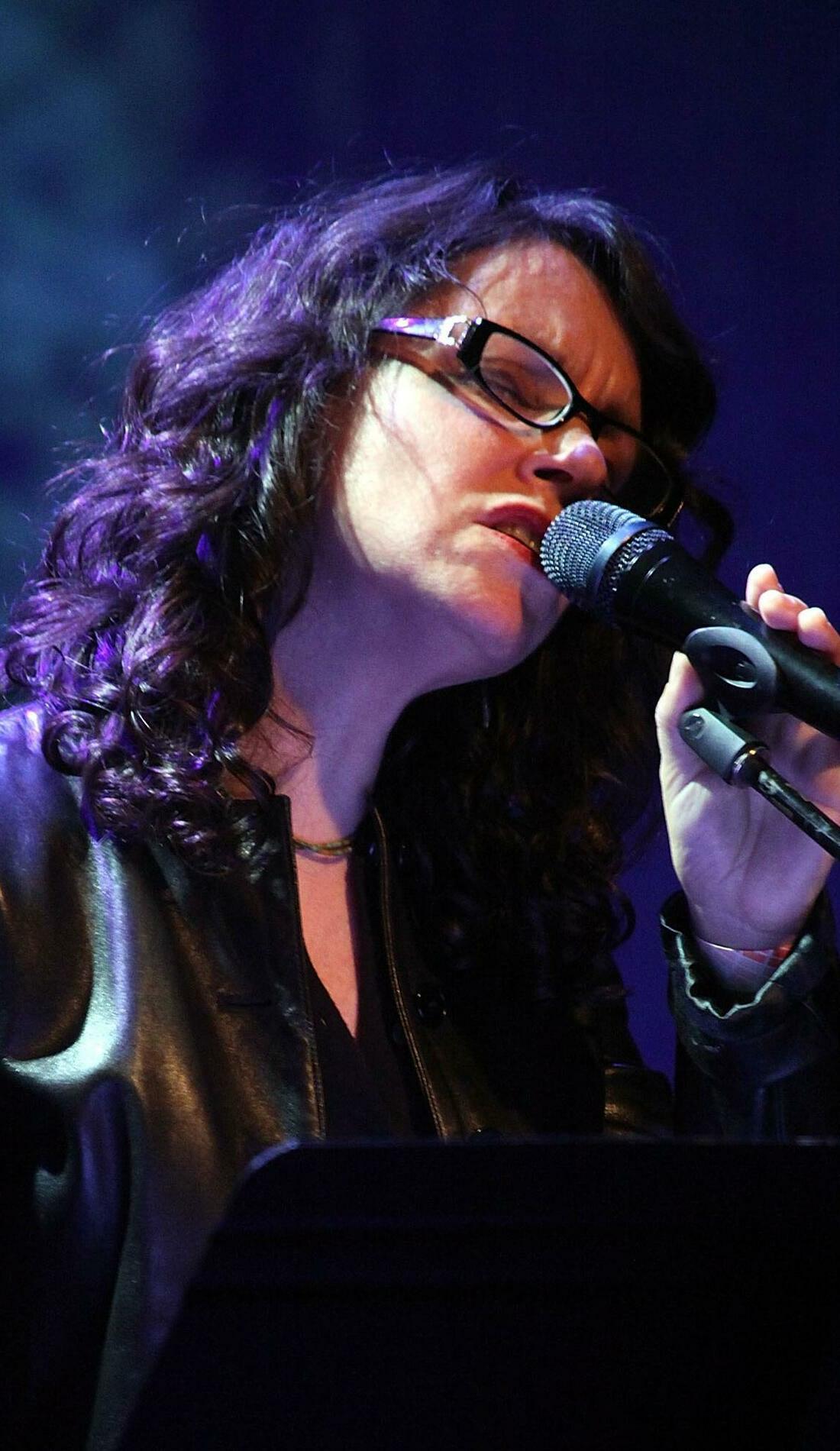 A Lucy Kaplansky live event