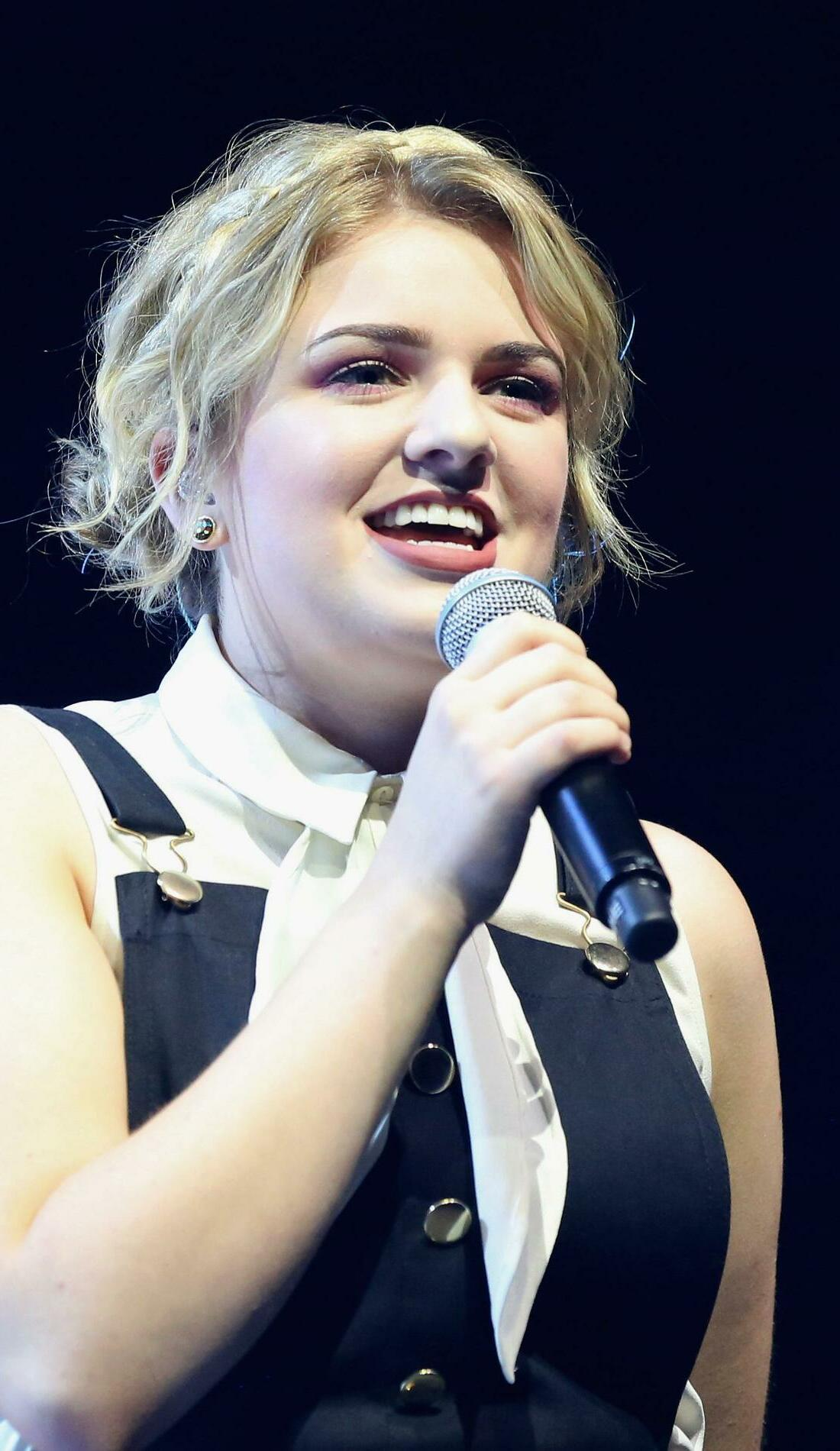 A Maddie Poppe live event