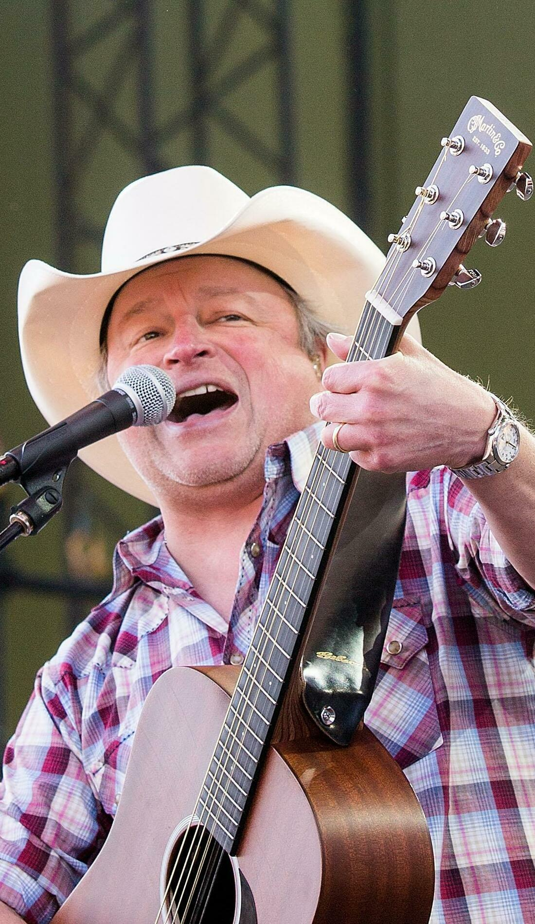 A Mark Chesnutt live event