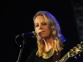 Mary Chapin Carpenter with Cincinnati Pops Orchestra