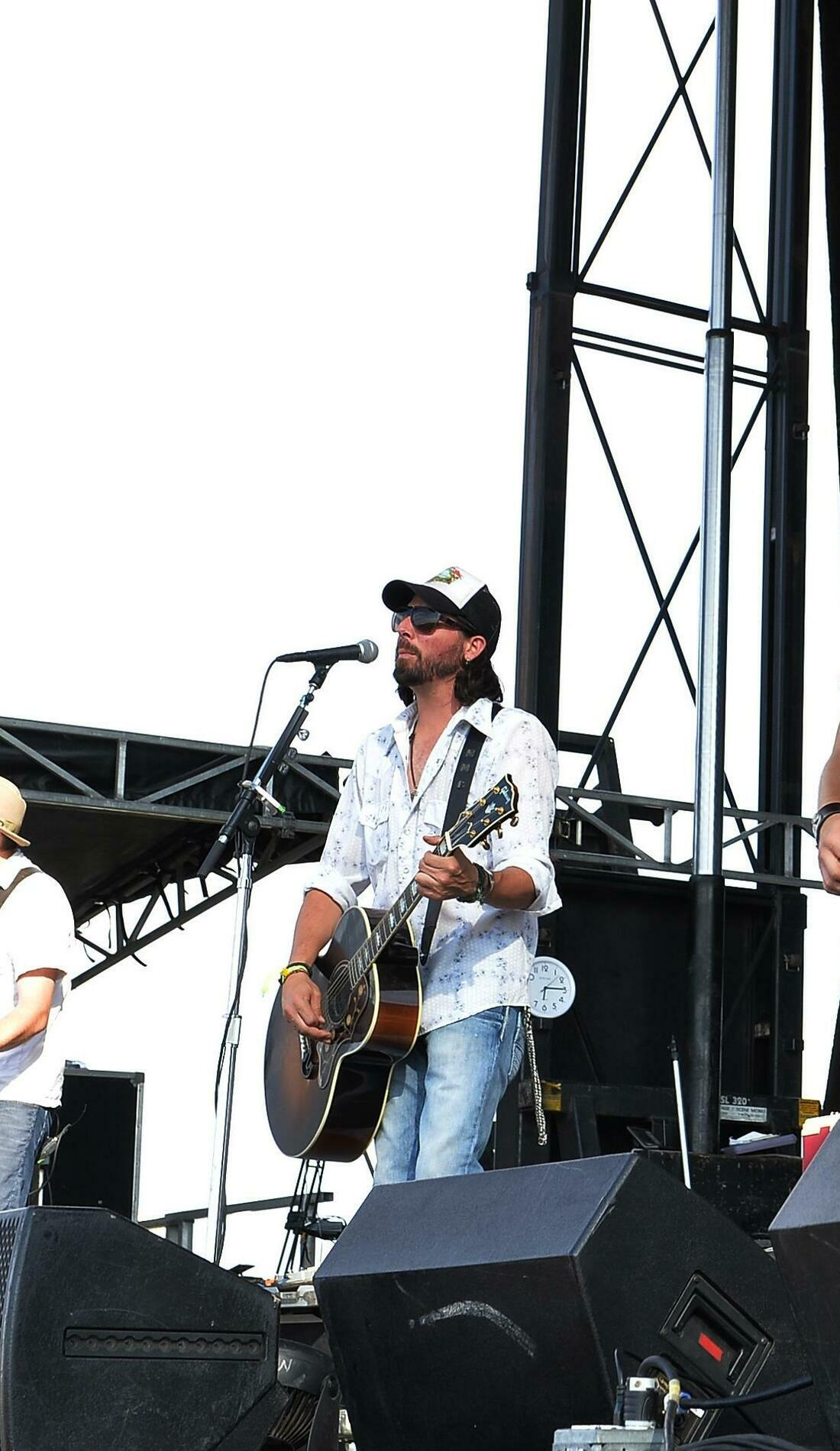 A Micky and The Motorcars live event