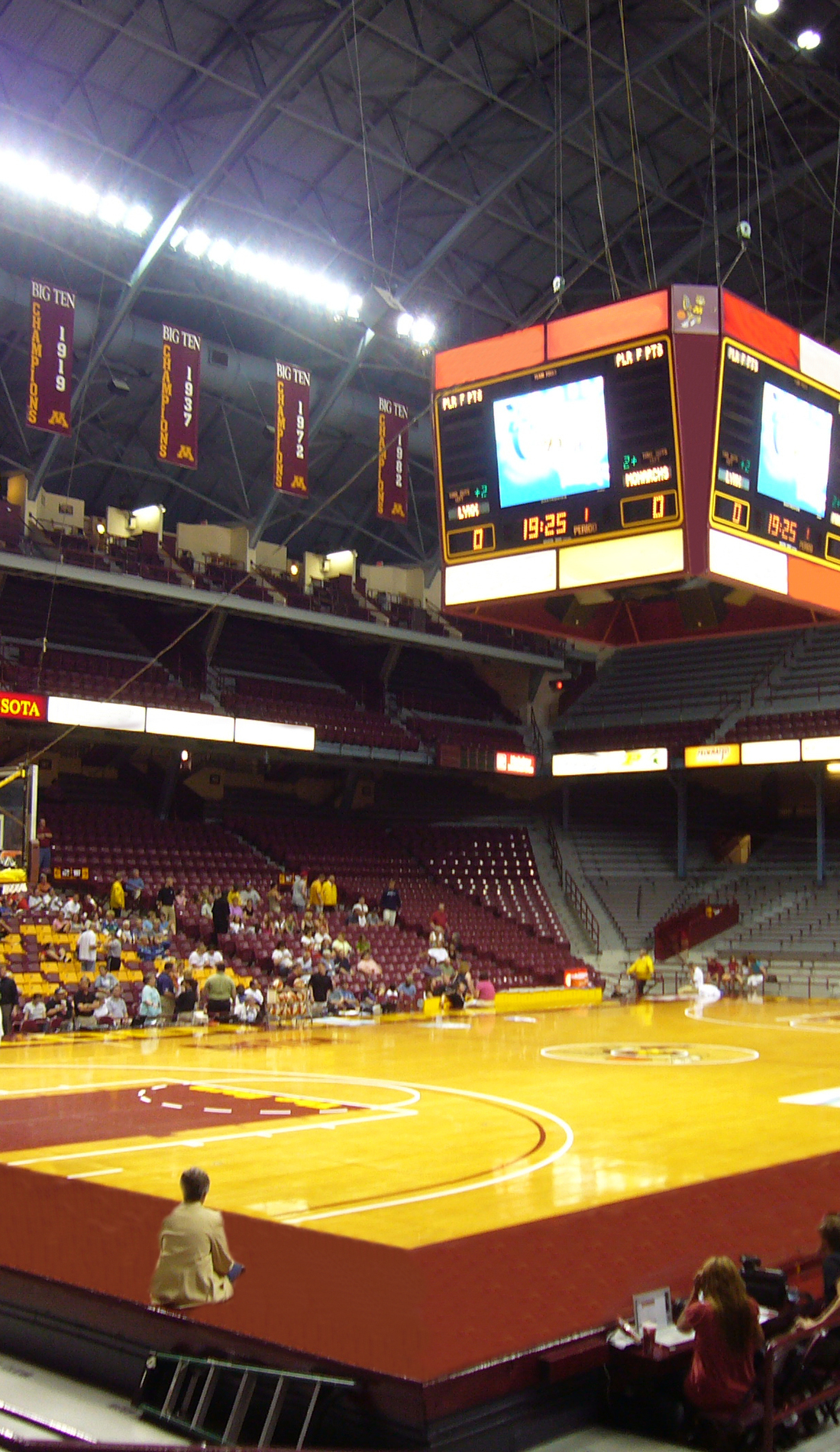 A Minnesota Golden Gophers Basketball live event