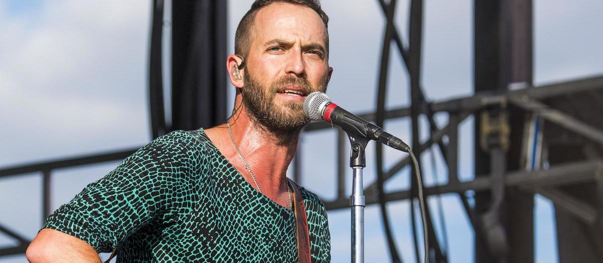 Mondo Cozmo with Reuben and the Dark (18+)