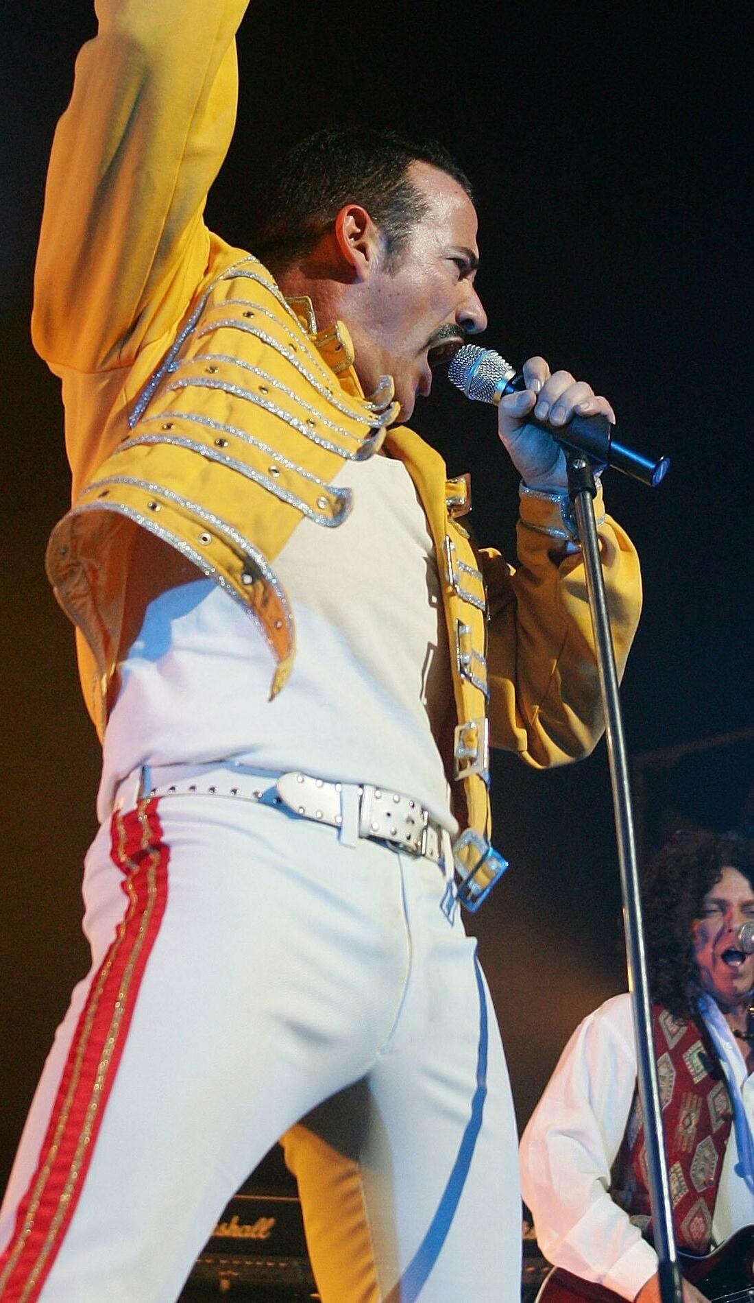 A Queen - It's A Kinda Magic live event