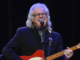 Ricky Skaggs with Kentucky Thunder