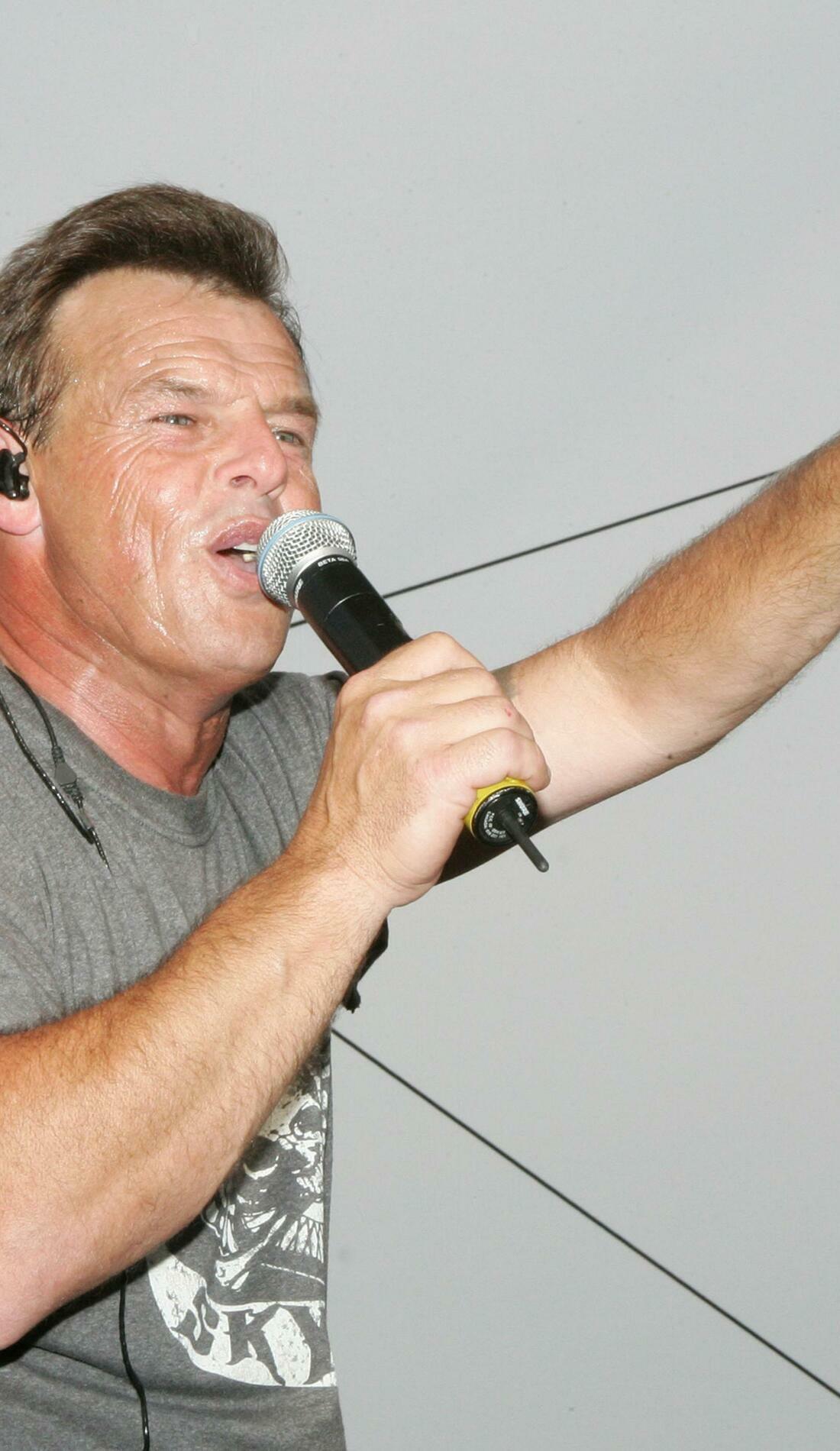 A Sammy Kershaw live event