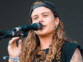 Tash Sultana with The Teskey Brothers