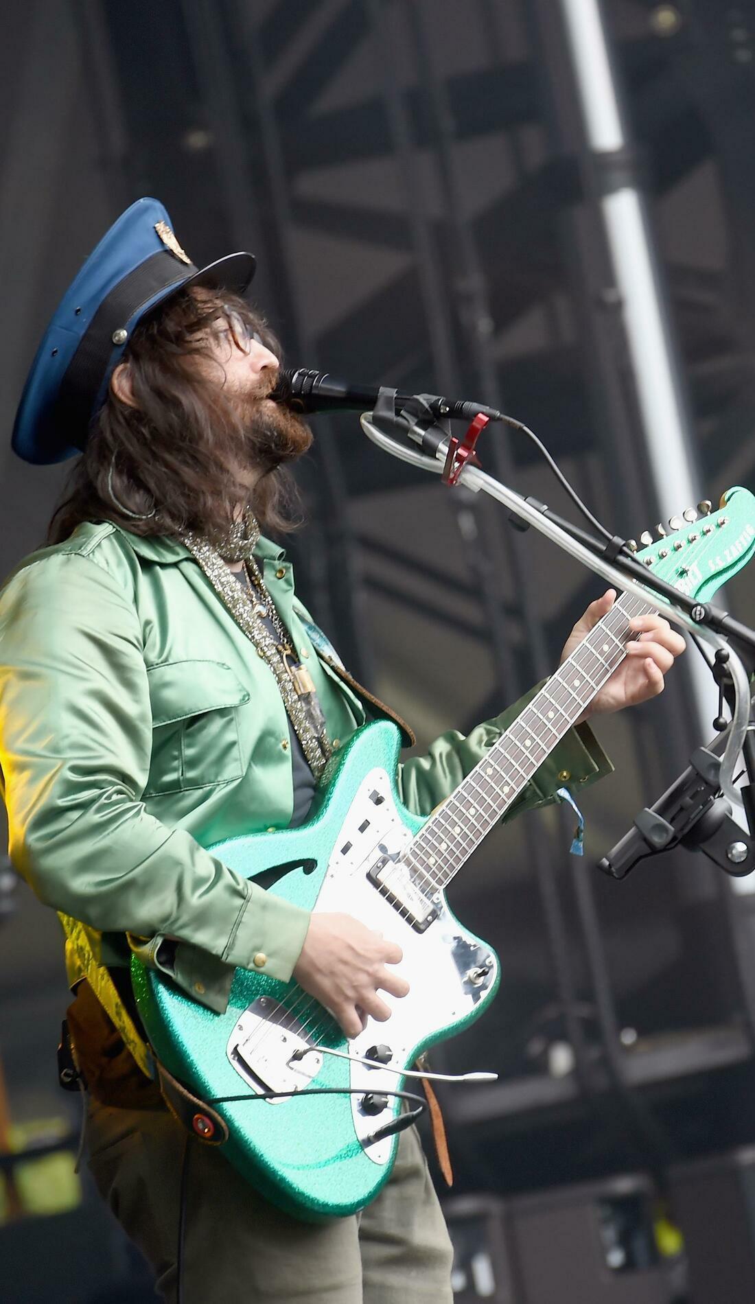 A The Claypool Lennon Delirium live event