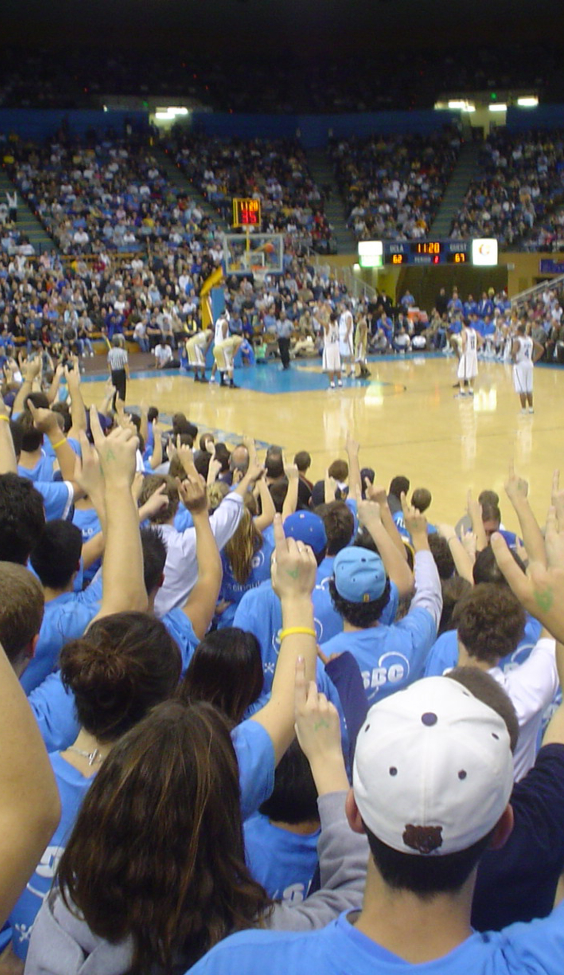 A UCLA Bruins Basketball live event