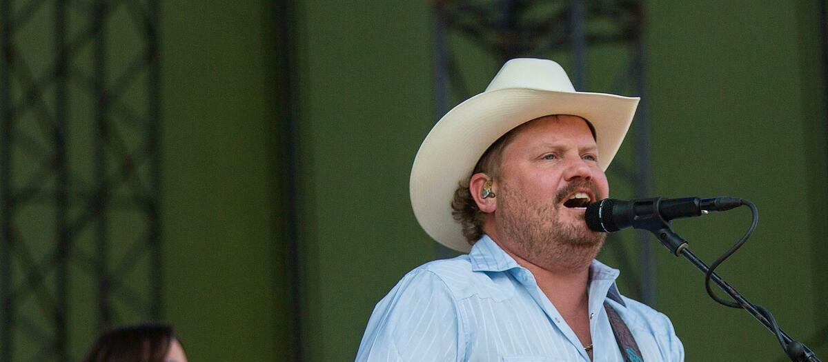 Wade Bowen with Randy Rogers Band