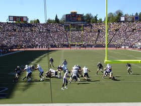 North Dakota Fighting Hawks at Washington Huskies Football